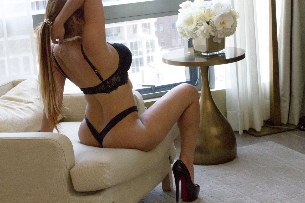One of Our Toronto Escorts Courtesan VIP Escorts